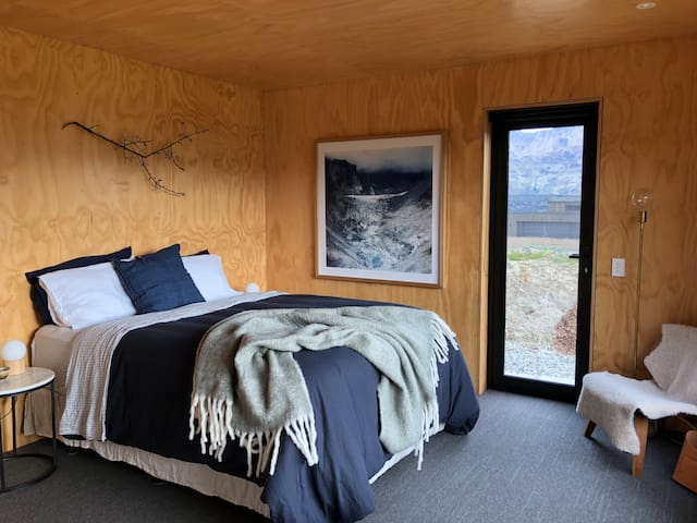 Architecturally Designed + Alpine Views. Wanaka