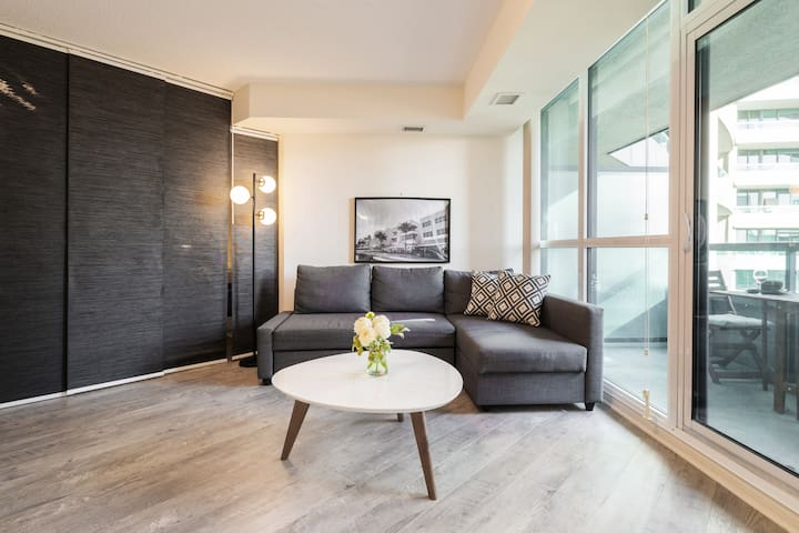 Smart and Luxurious Executive-Style Condo in Central Toronto