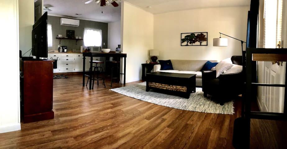 Cozy & Convenient: Guest Apartment