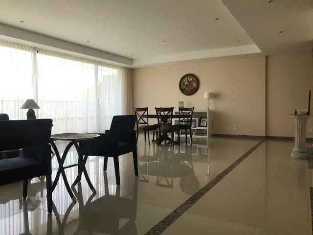 Habitaciones amplias, luminosa y cómodas