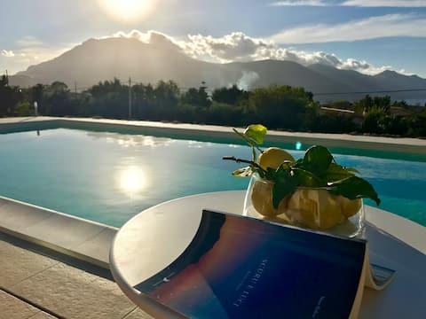 Villa Leukè: piscine, vue panoramique sur Scopello