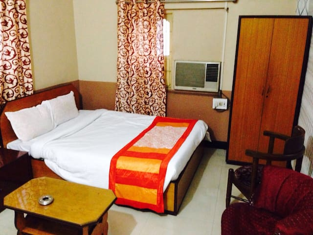 PRIVATE DOUBLE BED ROOM.