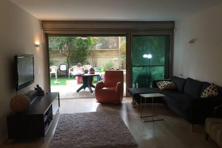 Yard & a warm home - Herzliya