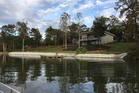 Cozy, Cute & Clean Cottage on Saluda Lake