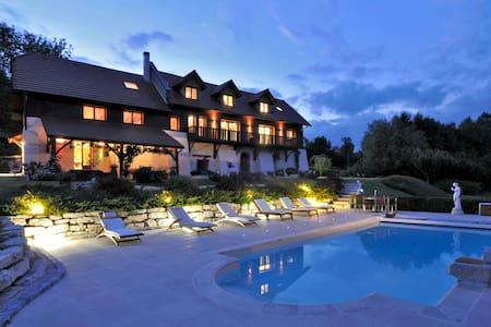 villa chambre d'hôtes 4* avec piscine chauffée - Traize