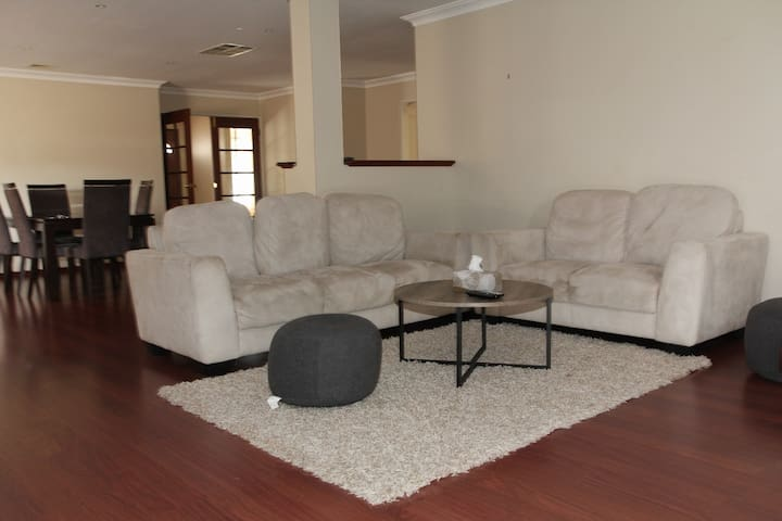 Spacious lovely house in Canning Vale - Canning Vale - Hus