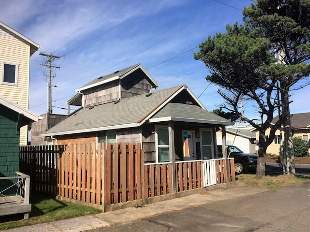 Little Cabin in the Heart of Rockaway Beach - Rockaway Beach - Huis