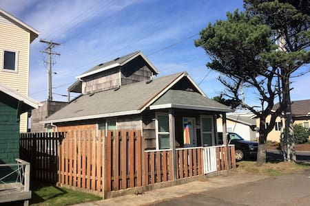 Little Cabin in the Heart of Rockaway Beach - Rockaway Beach - Hus