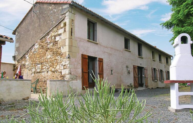 Holiday cottage with 3 bedrooms on 180 m² in Bouillé Loretz