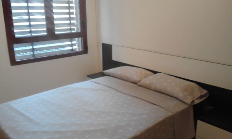 Dormitorio con cama 135 cm
