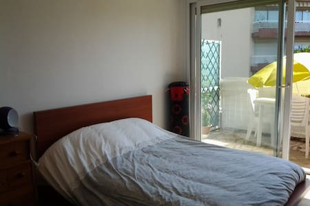 Private bedroom 10 mn beaches - Cagnes-sur-Mer - Appartement