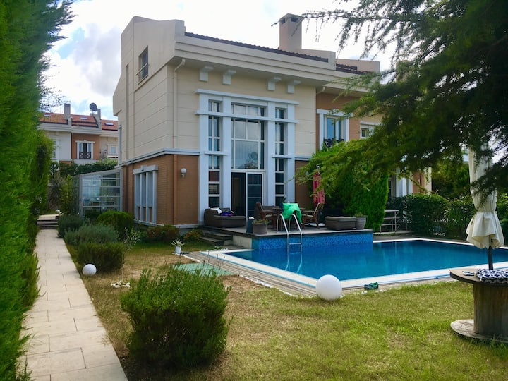 Private IN&OUTdoorPOOL, NearBeachs 30min to Maslak