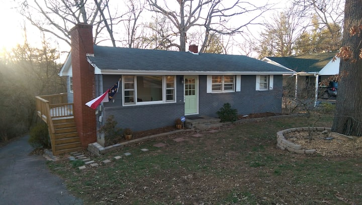 Quiet and Cozy Home near Downtown and UNCA