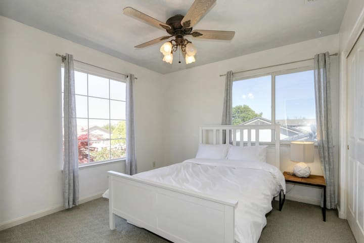 Upstairs guest room