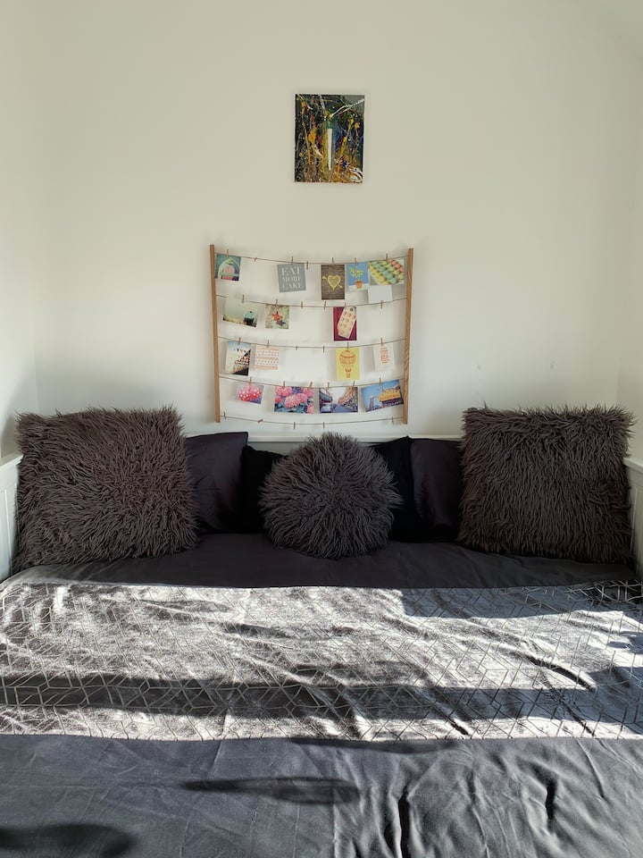 Clean warm comfy single/double-bedroom in Essex