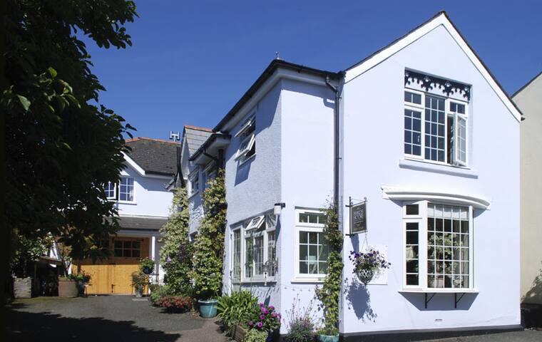 Fords House - Stoke Fleming