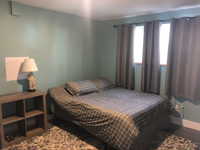 Comfortable and Private Bedroom close to downtown