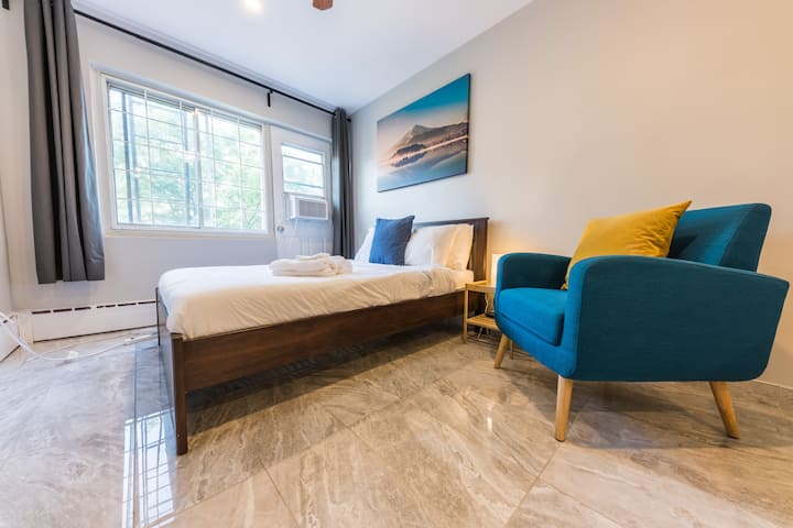 Stylish Studio in the heart of DT. Very Central