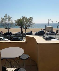 Appartement vue sur la mer , plage direct !