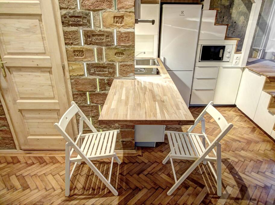 Flexible kitchen area with dinette open