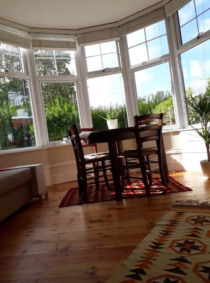 Bright spacious 1-bedroom garden flat @ Bowes Park