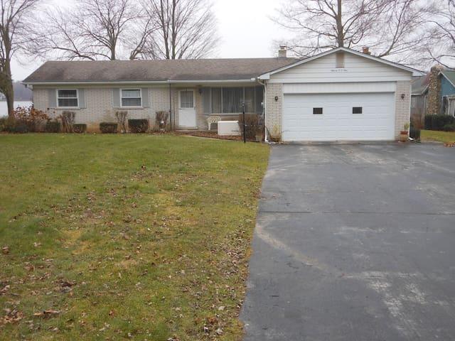 House on a lake - White Lake charter Township - 獨棟