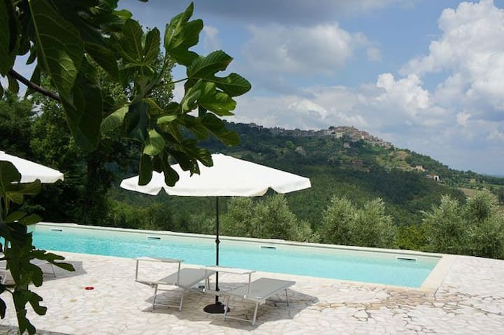 Acqua, great views, pool, near San Galgano
