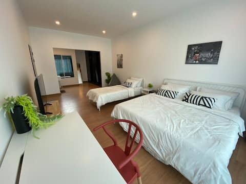 Baan 90 Modern Family 3BR Townhome ★ Impact Arena