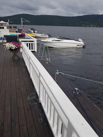 God plass til å legge til med båt