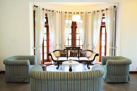The Pinnacle Fine Accomodation- King Bedroom - Peradeniya - Bed & Breakfast