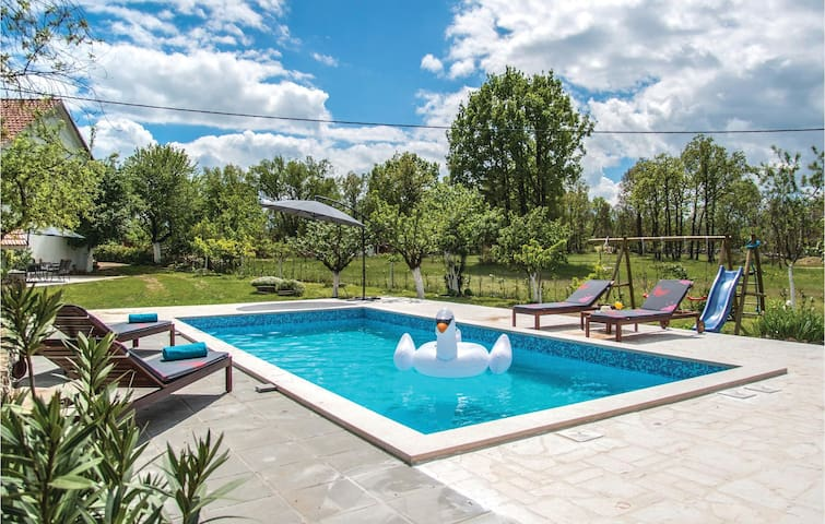 Holiday cottage with 3 bedrooms on 125 m² in Vinjani Gornji