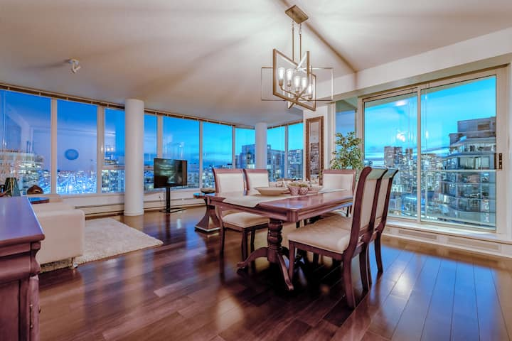 LUXURY DOWNTOWN  PENTHOUSE WILL BLOW YOUR MIND