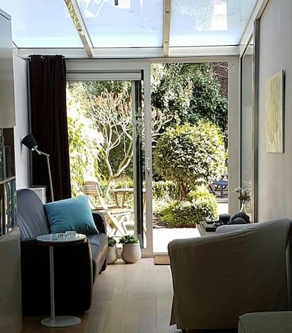 Light and lovely house with garden & 2 bikes - Den Haag - House