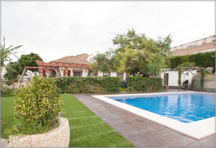 Ven a Villa Sidonia y escapate con la familia ! - Medina-Sidonia - Вилла
