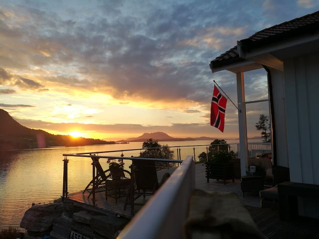 PANORAMA VIEW SUNSET IN ØLEN, Trolltunga,Hardanger