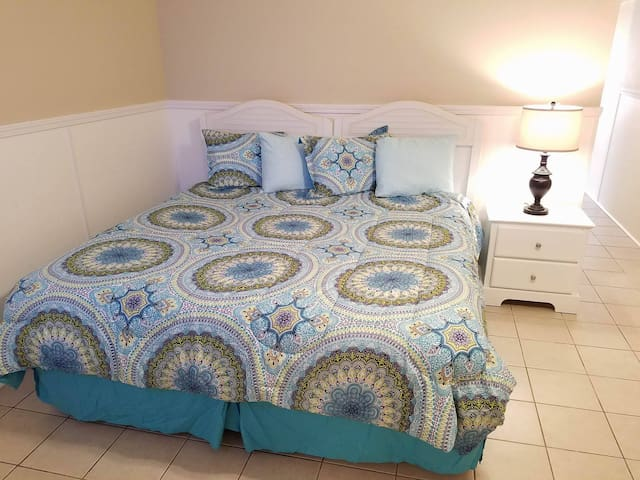 Garden City Beach - King Suite - Walk to the beach - Murrells Inlet - Apartment