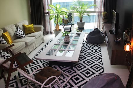 Spacious Loft for 4, 5 min walk from train station - Kuala Lumpur - Çatı Katı