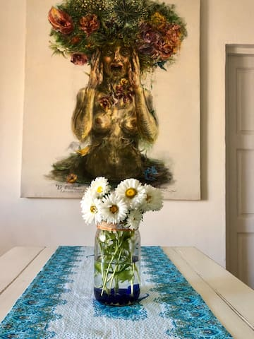 Siempre tenemos flores frescas en casa / We always have fresh cut flowers at our place