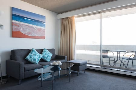 Manly Beach Apartment with Views - 曼利