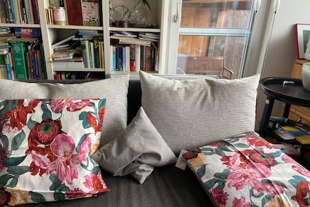 Haus mit Gästebereich mit eigenem Bad + Terrasse