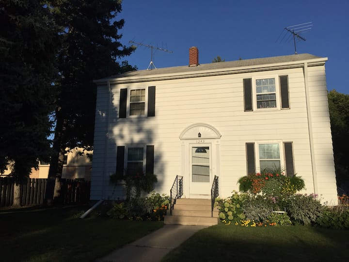 Cozy 2BR Downstairs Apt: 6 Blocks from NDSU
