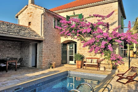 Authentic villa Maruka with pool & seaview sundeck