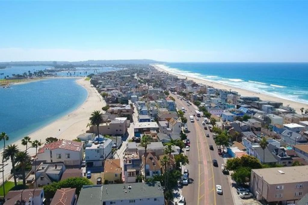 The condo is located in beautiful Mission Beach, which is a slim strip of land between Mission Bay and the Pacific Ocean. White sandy beaches are on both sides of the condo.