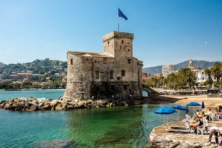 Private room with private bathroom - Rapallo - Wohnung