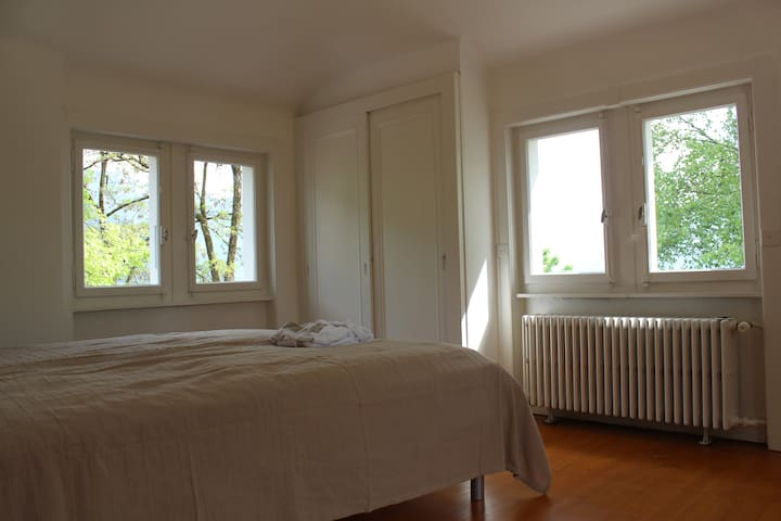 Bedroom 1, 1st floor, lake view, 2 beds 90X200 each