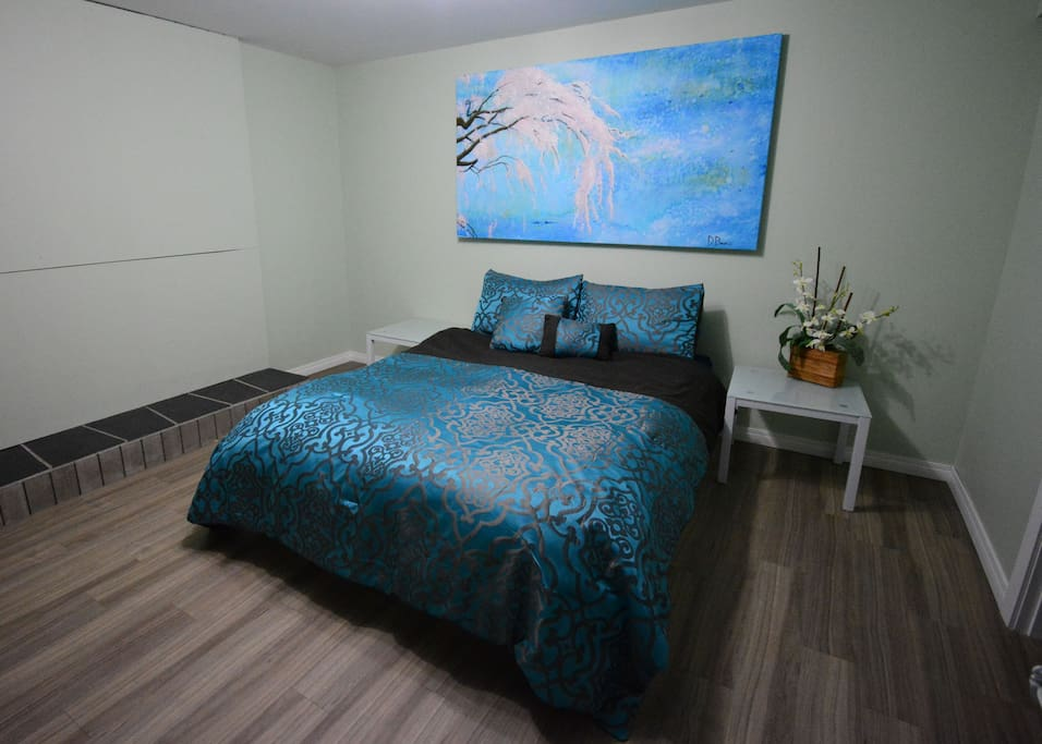 Queen bedroom - blue comforter