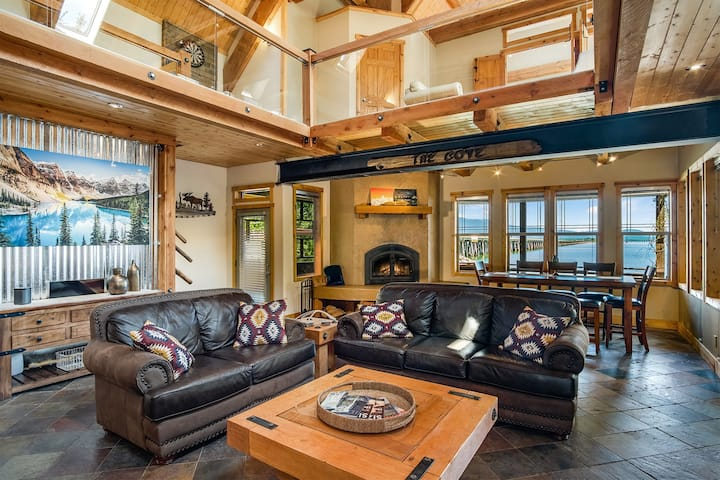 Lakewood Drive 27 ~ Lakewood Lodge: Timber-Beamed Waterfront Home with Dock, Boat Lift & Paddle Boards!