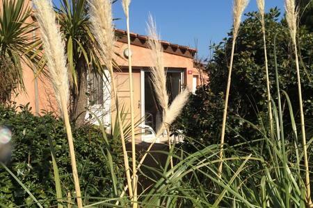 Villa T3 piscine résidence de vacances sécurisée - เซนต์-ไซเปรียน