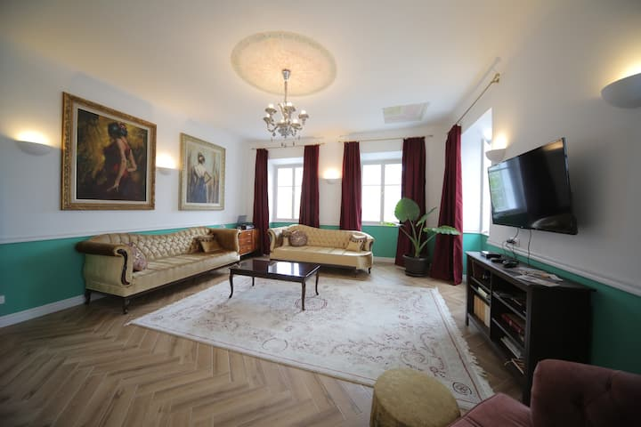 Castle View Renovated Apartment in Historic Center