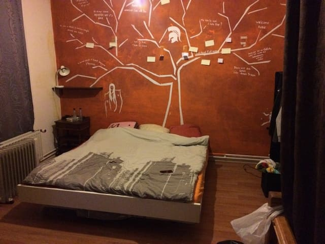 Double room (2/3people) near the European district